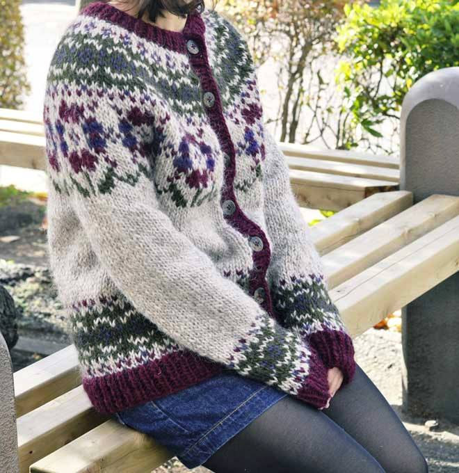 Womens Hand-Knit Cardigan The flower
